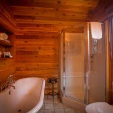 Cooper/Peyto Cabin Bathroom